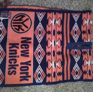 New York Knicks team poncho NWT